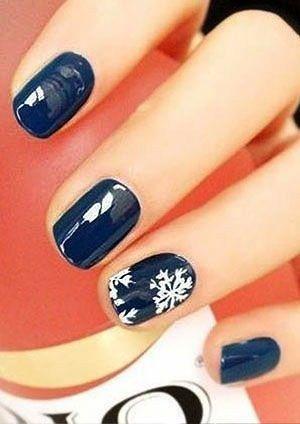 35 Cute Christmas Color Nail Art Design Ideas