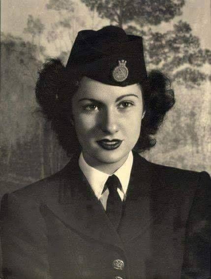 مضيفة طيران مصرية 1941 Egyptian Women Egypt Old Egypt