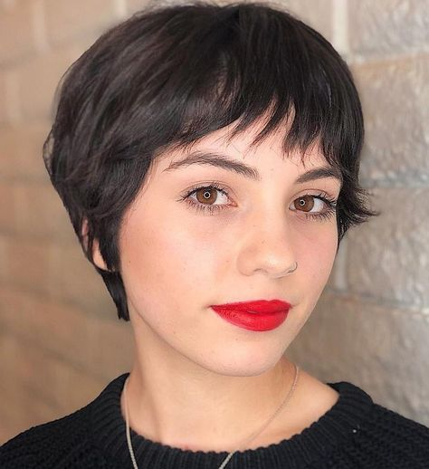 Cute Gamine Pixie with Feathered Bangs Medium Bob Hairstyles, Pixie Hairstyles, Hairstyles With Bangs, Straight Hairstyles, Casual Hairstyles, Braided Hairstyles, Wedding Hairstyles, Thick Haircuts, Cropped Hairstyles