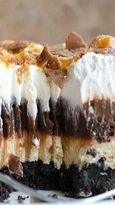 Chocolate Oreo Peanut Butter Dream Pudding Recipe ~ An Oreo crust with layers of chocolate pudding and peanut butter cream cheese topped with whipped cream and crushed Butterfingers.