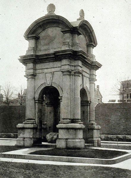 The old Plymouth Rock monument that existed from 1867 to 1920/21.