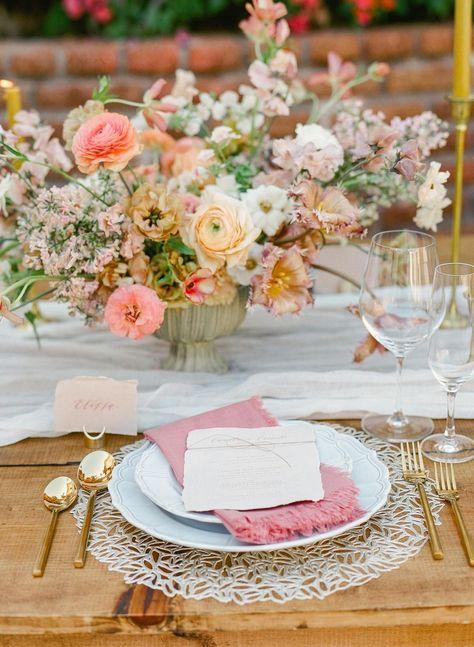 Beautiful centre tablepiece #summerwedding #weddinginspo #neutralwedding
