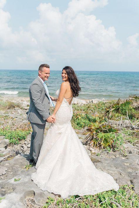 Kirk & Danielle's beachside wedding in Cozumel, Mexico at Mr Sanchos Beach Club | Holly Felts Photography - Destination wedding photographer #cozumelwedding #mexicowedding #beachwedding #sanchosbeachclub #tulsawedding