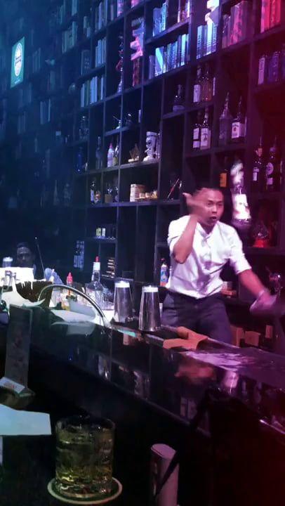 This Thai Bartender With Amazing Juggling Skills Bartender Juggling Thai