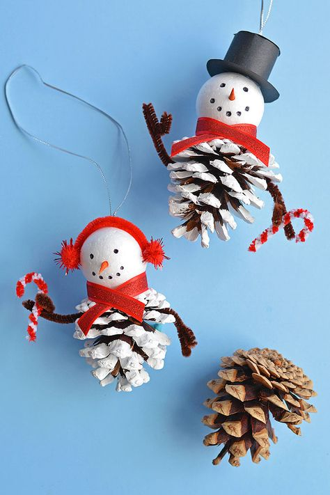 These pinecone snowman ornaments are SO CUTE and really easy to make! This is such a fun Christmas craft for kids of all ages using dollar store supplies! Kids Christmas Ornaments, Christmas Crafts For Gifts, Christmas Tree Themes, Homemade Christmas Gifts, Snowman Ornaments, Diy Snowman, Snowman Hat, Snowman Decorations, Ornaments Ideas