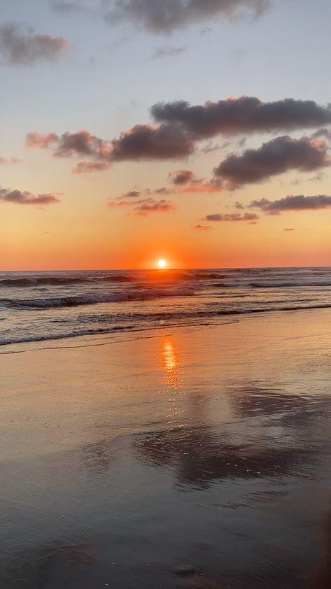 En este post te cuento sobre una de las playas más bonitas en México y sobre más lugares que tienes que conocer en #Acapulco. #cdmx #mexico #airbnb #playasmexico #travelmexico #viajeamexico #acapulco #barravieja #atardeceres #conocermexico #beachesinmexico