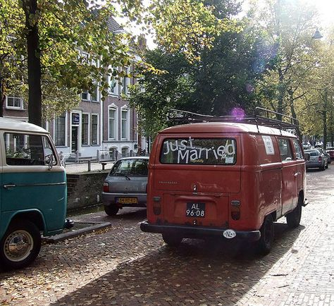 just married vw bus by Gerard Stolk (vers le 30e avril ), via Flickr