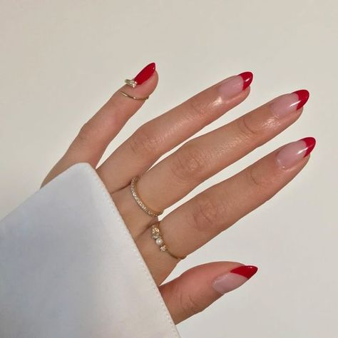 unhas vermelhas Minimalist Nails, Minimalist Fashion, Nail Swag, Pointy Nails, Gel Nails, Nail Polish, Nagellack Trends, Funky Nails, Edgy Nails