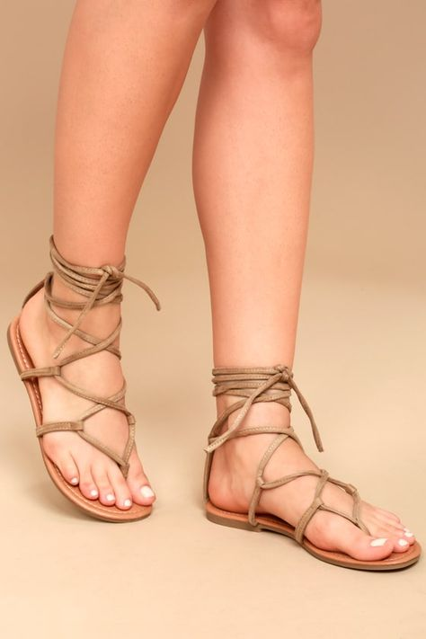 Show of your sunny style in the Lulus Emilia Beige Suede Lace-Up Flat Sandals! Starting at a toe thong upper, slender vegan suede straps cross and lace-up above the ankle.