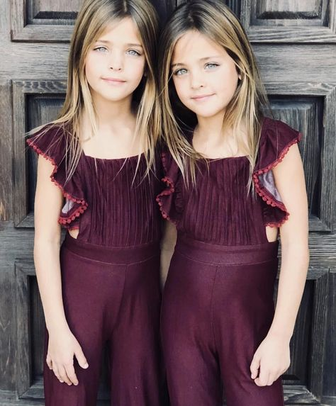 Stunning twin sisters take internet by storm