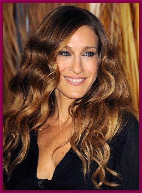Attraktive Frisuren Von Sarah Jessica Parker With Images Golden Brown Hair Color Light Golden Brown Hair Honey Brown Hair