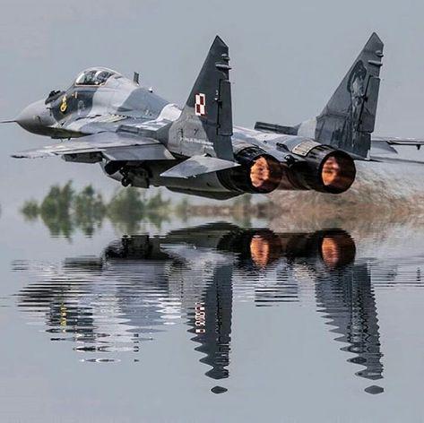 La imagen puede contener: avión - #avión #contener #imagen #La #puede