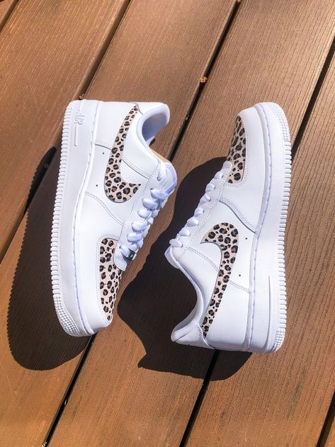 🐆Cheetah print hand painted af1  💧Prepped, painted, and sealed with water resistant and scratch proof products  ✈️Ships internationally, made to order 4-5 weeks Cheetah Print Outfits, Cheetah Print Shoes, Air Force One Shoes, Nike Shoes Air Force, Air Force 1, Dr Shoes, Hype Shoes, Cute Sneakers, Sneakers Nike