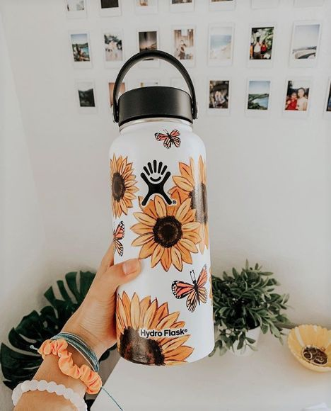 Aesthetic Painting on hydroflask water bottle with acrylic colors. Idea for VSCO with sunflowers