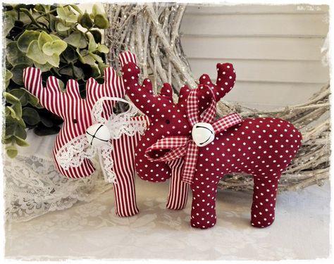 *Super-süße Weihnachtsdeko* 2 niedliche Elche im Vintage/Landhaus-Stil. Sie lassen sich einfach so verdekorieren, aber auch an einem Kranz oder als Girlande machen sie sich ganz wunderbar! Der...
