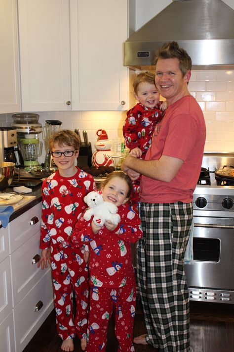 Father knows best when making donuts for Santa! #LOVEYOURHONEY