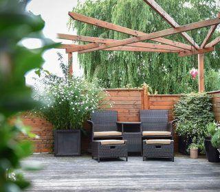 Kleine Sitzecke Auf Der Terrasse Sitzecke Terrasse Stuhle Inspiration Gartengestaltung Sitzecken Garten Gartengestaltung Gartengestaltung Ideen