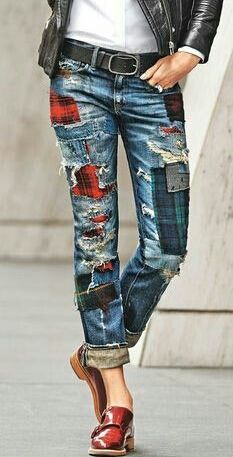 patches embellished jeans jeans denim olivia palermo patched jeans runway dolce and gabbana fashion tips Source by clothes ideas Denim Fashion, Look Fashion, Womens Fashion, Fashion Tips, Runway Fashion, Tartan Fashion, Fashion Ideas, Blue Jeans, Kleidung Design