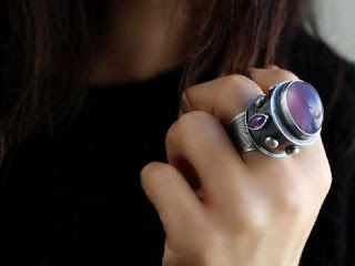 تفسير رؤية خاتم الفضة في المنام لابن سيرين Gemstone Rings Silver Rings Gemstones