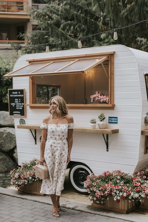 love coming to in the wintertime for snowboarding, but it is so much fun to visit during the summer too! It is so beautiful Small Coffee Shop, Coffee Shop Design, Cafe Design, Food Cart Design, Food Truck Design, Foodtrucks Ideas, Coffee Food Truck, Mobile Coffee Shop, Caravan Bar