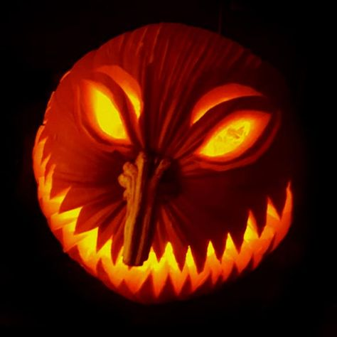 50 Free Simple Yet Scary Halloween Pumpkin Carving Ideas 2017 for Kids & Adults Scary Pumpkin Carving Patterns, Awesome Pumpkin Carvings, Halloween Pumpkin Carving Stencils, Disney Pumpkin Carving, Halloween Pumpkin Designs, Scary Halloween Pumpkins, Amazing Pumpkin Carving, Pumpkin Carving With Drill, Creative Pumpkin Carving Ideas