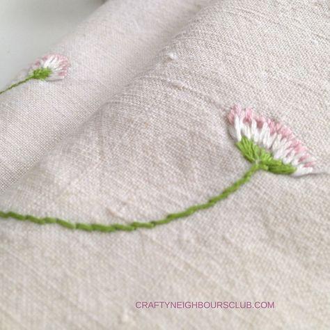DIY : Stickanleitung für kleine Gänseblümchen. Wie du dir ganz schnell zarte kleine Gänseblümchen sticken kannst zeigen wir dir auf Craftyneighboursclub.com Sticken und Handarbeiten
