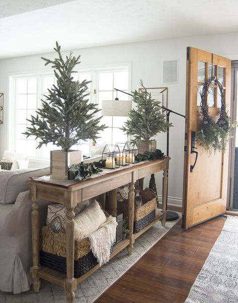 Simple Christmas Entryway Decor 2019 Do you have a small entryway? Today Im sharing easy tricks and tips to style an entry with simple Christmas entryway decor. The post Simple Christmas Entryway Decor 2019 appeared first on Entryway Diy. Living Room Floor Plans, Living Room Flooring, Home Living Room, Living Room Decor, Kitchen Living, Sofa Table Decor, Sofa Table Styling, Couch Table, Sofa Tables
