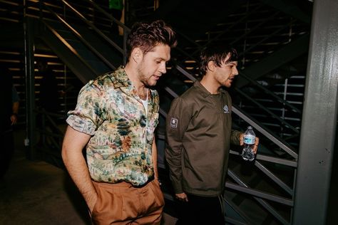 """ThisDayin1DHistory on Twitter: """"Today (November 13) in 2019 - Nouis rock the stage (and meet up backstage!) at Premios Telehit in Mexico City 🙌🙌… """" One Direction Shirts, One Direction Concert, One Direction Outfits, One Direction Pictures, Direction Quotes, Niall Horan Fanfiction, 5sos, Larry, Celebrity Casual Outfits"""