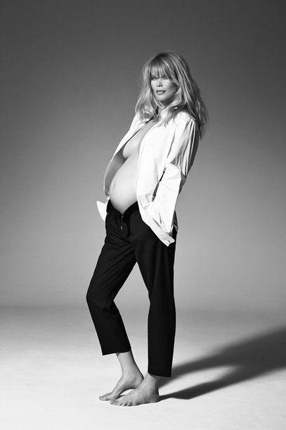 Claudia Schiffer schwanger und nackt auf dem Cover