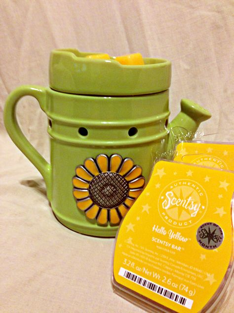 Green Thumb - March 2013 Warmer of the Month. How does your garden grow? This charming grass-green warmer is adorned with a stylized metal sunflower. Pair Green Thumb with Hello Yellow for a perfect dose of spring cheer.