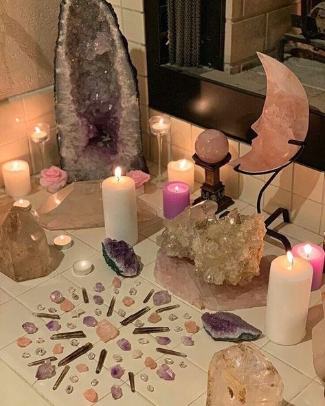Crystal Altar, Crystal Decor, Crystal Grid, Crystal Healing, Crystal Maze, Chakra Healing, Deco Zen, Deco Nature, Witch Aesthetic
