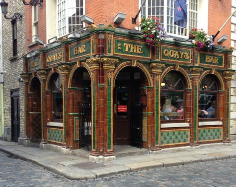 The Old Fashioned Exterior Of The Quays Irish Restaurant In