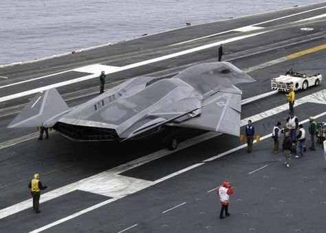 """SR-91 Aurora..Wow..This aircraft should have a Skunk on the tail..Meet the SR-71's big brother...Supposedly the Aurora prototypes all crashed, never made it past that stage. And this doesn't match the supposed """"sightings"""" of them.:"""