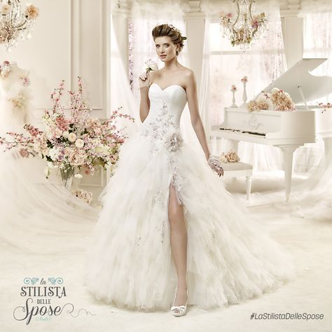 Episodio 2 - L'abito indossato da Ilaria, una frizzante sposa ballerina. Wedding Colet dress with flower 2016 collection.  http://www.nicolespose.it/it/abito-da-sposa-Colet--COAB16282-2016 #Nicole #Colet #collection #nicolespose #alessandrarinaudo #wedding #flower #flowers #abitidasposa #bianco #white #weddingdress #sposa #bride #brides #bridal #LaStilistaDelleSpose #realtime