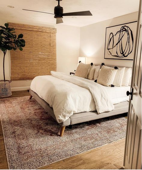 This has good artificial light that makes the room feel like it has natural light. Lots of white and neutral colors that makes it feel brighter.