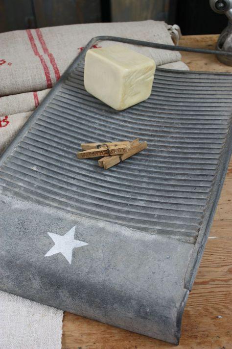 """La planche à laver sur tous les lavoirs municipaux, généralement en bois, devenue """"wash board"""" pour les musiciens de jazz !"""