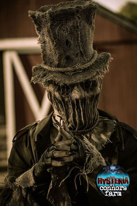 Scarecrow Homemade Halloween Costumes: You can categorize an easy homemade scarecrow Halloween costumes as one of the frightened. Everyone's been dressing up like a mummy, Freddy Krueger, and zombie, but you can make your creation as scarecrow Halloween Costume Halloween, Homemade Halloween Costumes, Halloween Masks, Voodoo Costume, Halloween 2017, Scarecrow Mask, Halloween Scarecrow, Creepy Halloween, Scary Scarecrow Costume