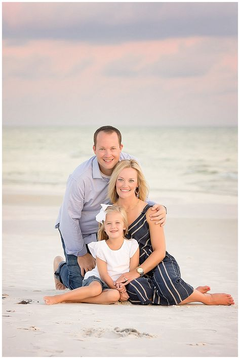 Coming to Destin or Pensacola Beach, Florida for vacation? It's the best time for Family Portraits! But then comes the dread of figuring out what to wear for your portrait session with the family! It is one of my most frequently asked questions and I. Family Beach Poses, Summer Family Portraits, Family Picture Poses, Beach Family Photos, Couples Beach Photography, Family Photography, Pensacola Beach, Baby Beach Pictures, Beach Pics