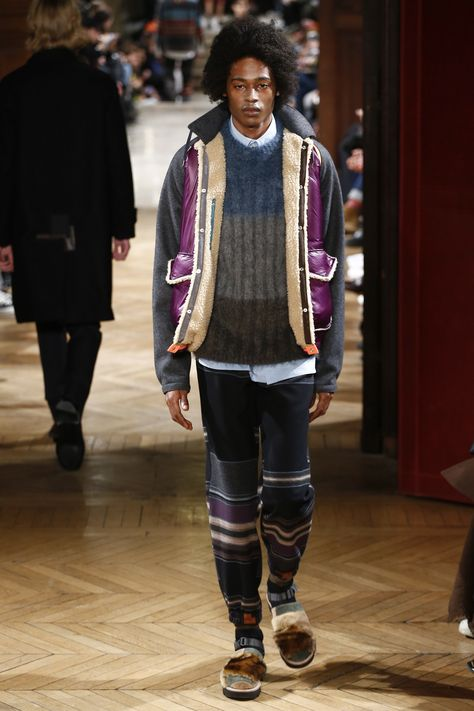 See the complete Kolor Fall 2017 Menswear collection.