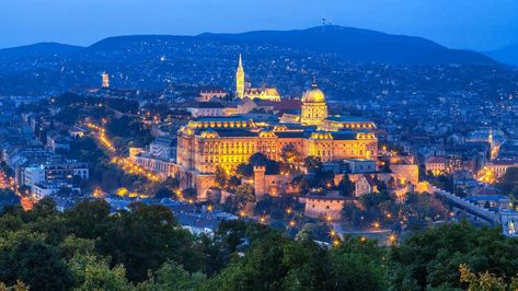 places to see in Budapest in 2 days#cityguide #budapest #travelphotos#hungary #europe #travel#travelblogger #oldcity #foodies#UNESCO #traveltips #destinationguide