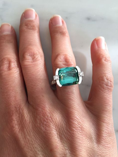 New Collection For Bague de Fiançailles 2018 : Description This stunning ring is fresh off the jeweller's bench. Handcrafted in white gold, it's set with an amazing blue-green Indicolite tourmaline and diamond pave. Named Atlantic, after the colour of