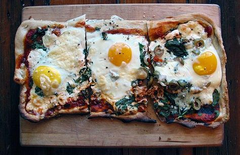 Pizza for breakfast? If you're doing some morning tailgating, here is a delicious option for a wholesome and healthy #breakfast. (via TheKitchnn.com) #healthy #tailgating