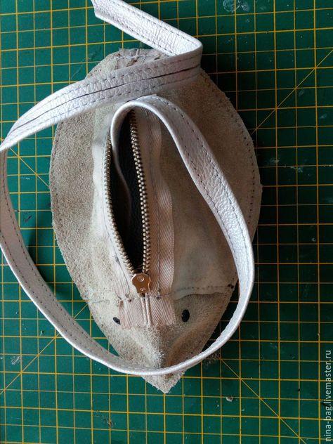 14127afbc8bc Этот мастер-класс покажет вам, как можно сшить небольшую сумочку-мышь.  Материалом
