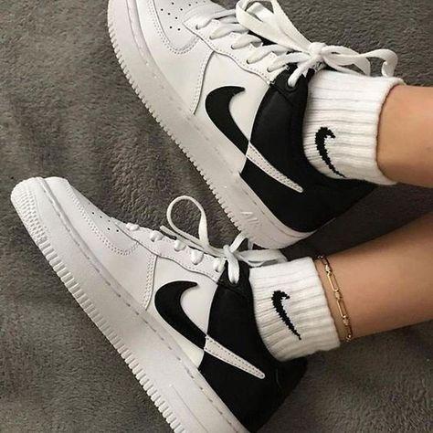 Moda Sneakers, Cute Sneakers, Sneakers Mode, Sneakers Fashion, Fashion Outfits, Fashion Shoes, Tennis Sneakers, Fashion Tips, Girls Sneakers