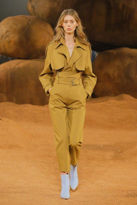 Camilla and Marc Resort 2019 collection, runway looks, beauty, models, and reviews.