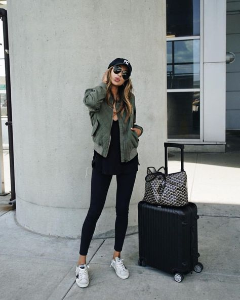 Take a look at 25 best airport style winter outfits to copy to your next flight in the photos below and get ideas for your own outfits! Beyond obsessed with this look like a comfy and cute outfit for flying.