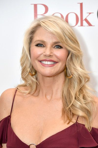 Christie Brinkley S Glamorous Waves Short Hair Styles For Round Faces Round Face Haircuts Thin Hair Haircuts