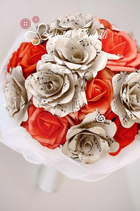 Bouquet Sposa Di Carta.Bouquet Sposa Di Rose Rosse E Fiori Di Carta Con Spartiti Musicali