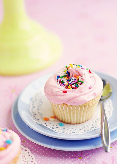 Bakery Style Vanilla Cupcakes via Sweetapolita