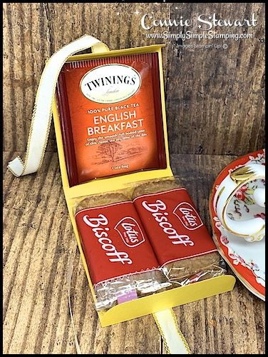 Make these adorable tea & cookie gift boxes with just a single sheet of cardstock. Its a fabulously fun ONE SHEET WONDER! These are so simple and make a great little DIY gift boxes. Video Tutorial at – August 8 2019 Cookie Gift Boxes, Diy Gift Box, Cookie Gifts, Candy Gifts, Tea Holder, Altered Cigar Boxes, Lotus, Chocolate Gift Boxes, Hot Chocolate
